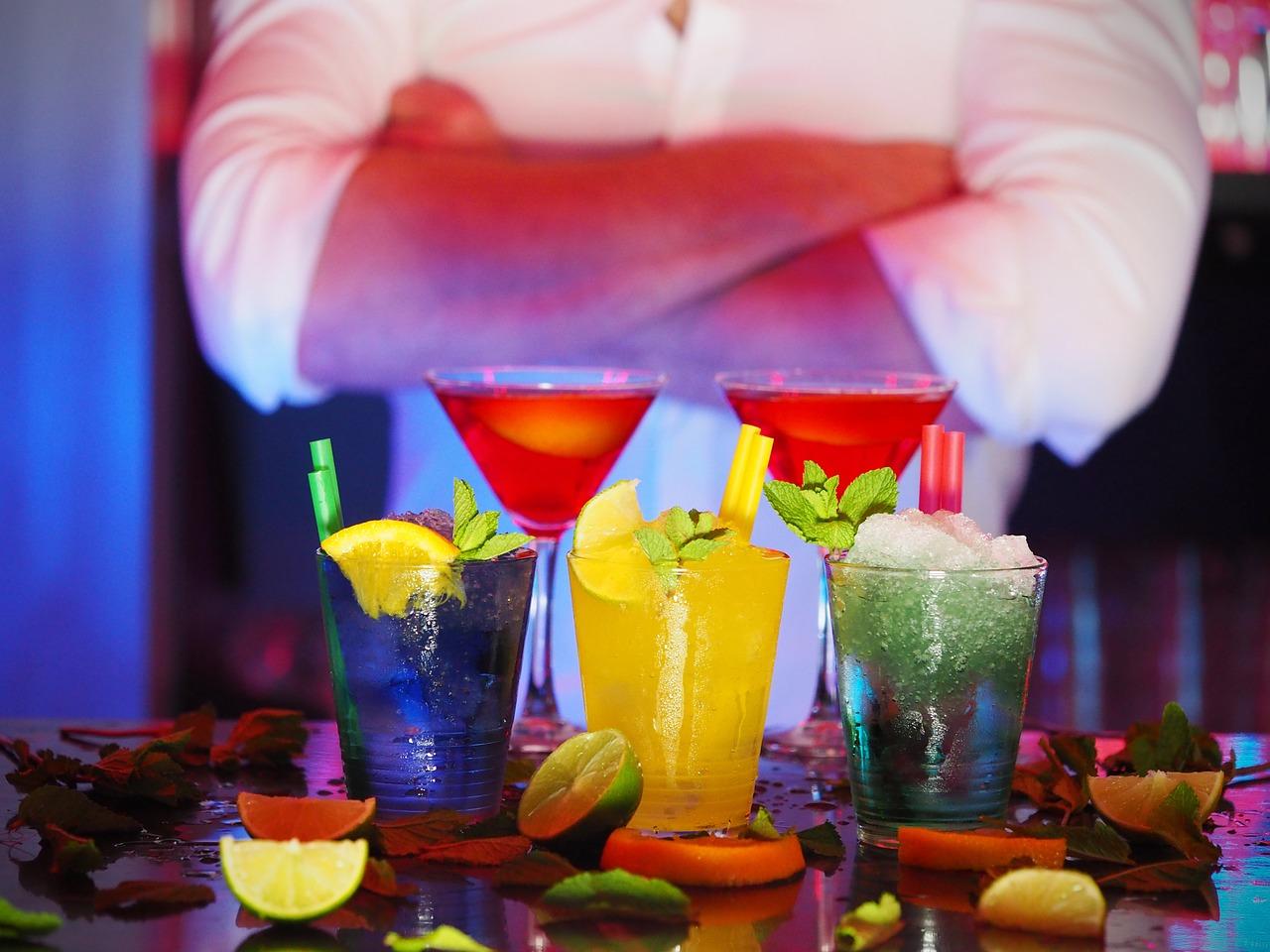 Bebidas na bancada do bar