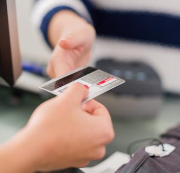 Cartão de crédito é meio de pagamento usado em 73% das compras