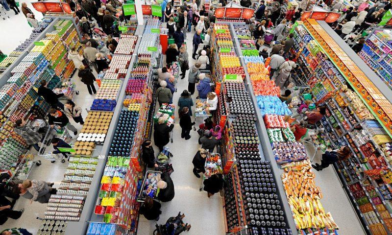 Visão de cima de um supermercado lotado no segundo semestre de 2018