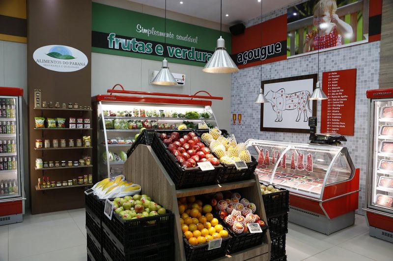 Minimercado, sessão de hortifruti e açougue