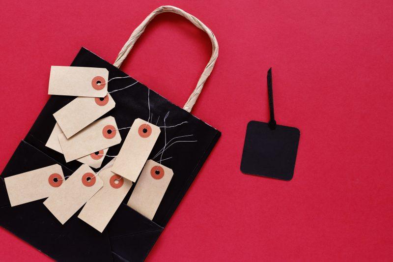 preparar para Black Friday;sacola e etiqueta de venda