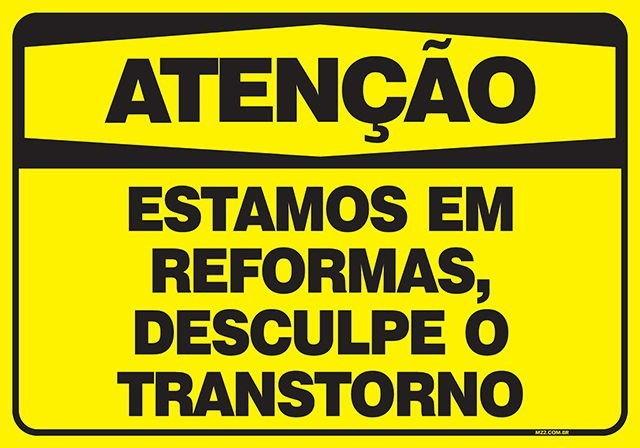 """reformar a loja: placa amarela dizendo """"Atenção: Estamos em reformas, desculpe o transtorno"""""""