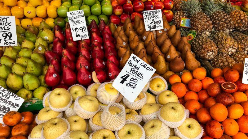 como lidar com a concorrência: banca de frutas