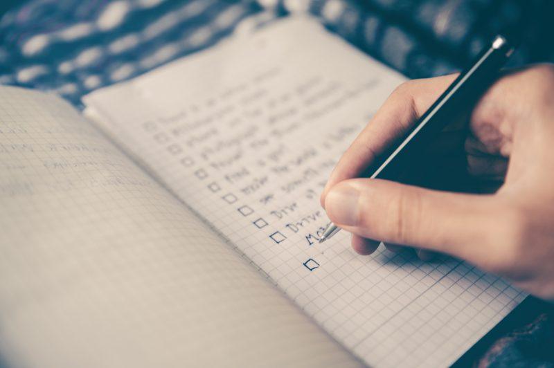 Checklist sendo preenchida para a Black Friday.