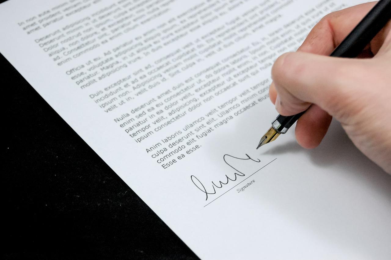 Burocracia necessária: veja a lista de documentos para abrir uma empresa.