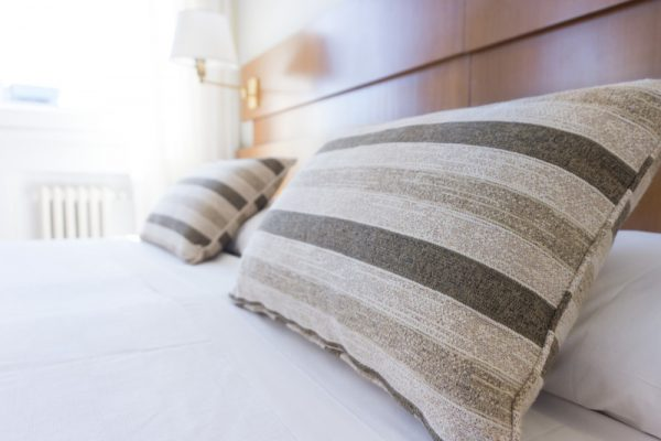 Da recepção à cama arrumada: veja quais produtos para pousada são indispensáveis.