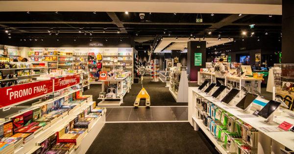 Livraria com layout de loja no plano de fluxo livre.