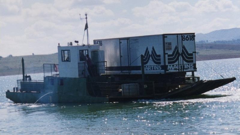 Entregas do Martins Atacado transportadas de balsa
