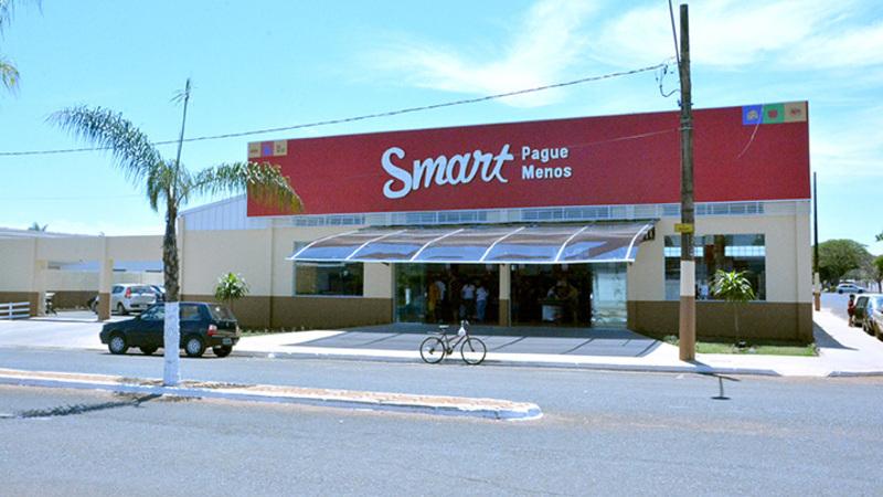 Loja Smart em rua durante o dia