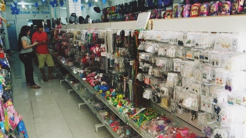 Corredor de loja de variedades