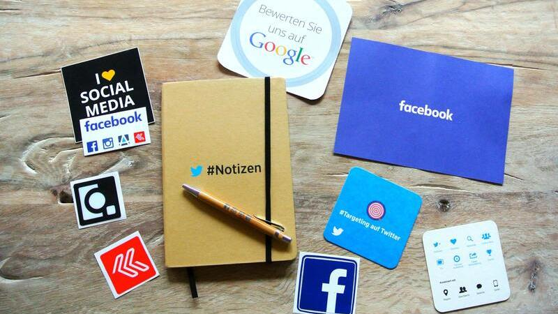 Decalques com logomarcas de redes sociais