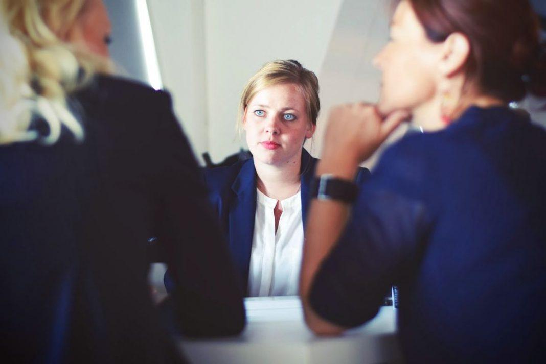 Reunião de três mulheres