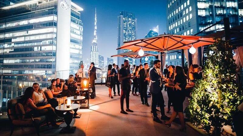 Festa de réveillon no terraço do bar