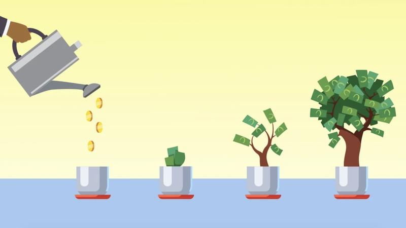 Pessoa regando um vaso com moedas e vários vasos com notas de dinheiro florescendo