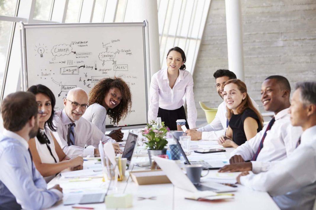 Reunião em dinâmica para vendedores