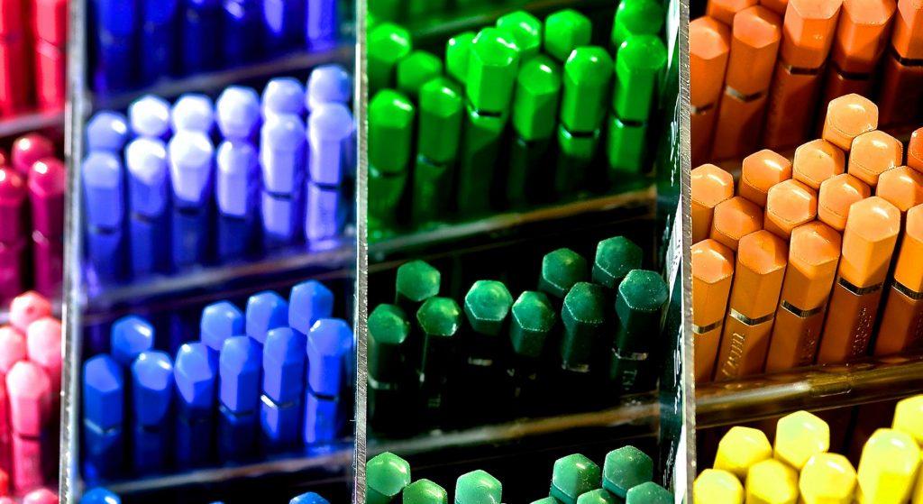 Canetas coloridas separadas por cor