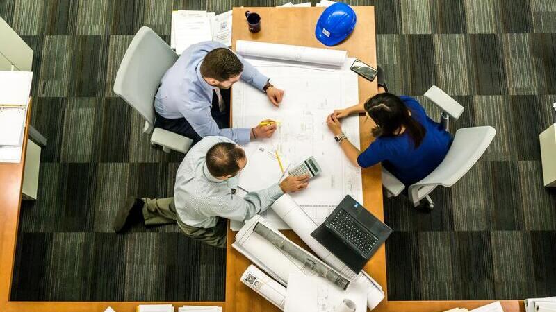 Pessoas em reunião de negócios
