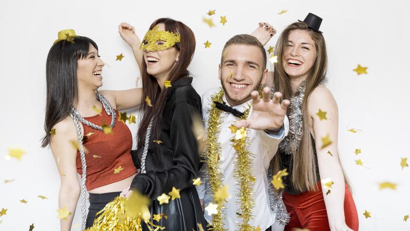 Amigos festejando o carnaval