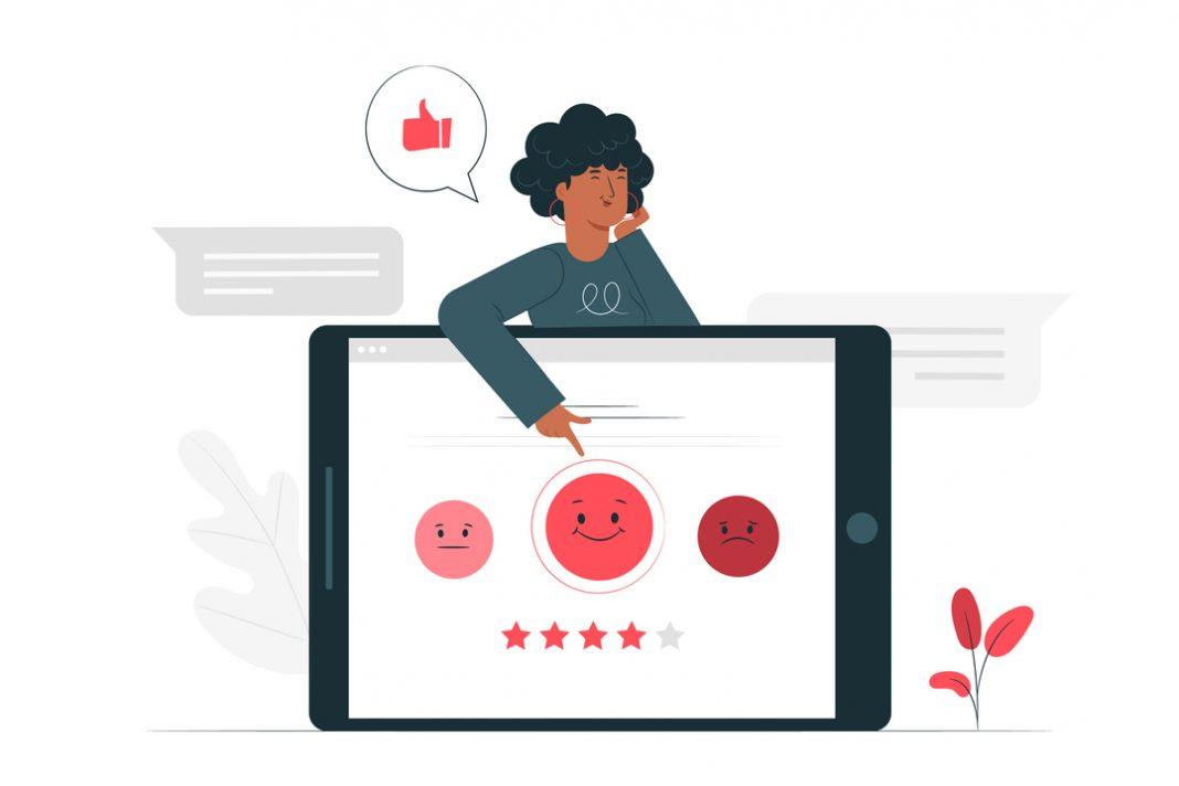 Desenho em vetor: mulher aponta para emojis de pesquisa de satisfação dentro de tablet.