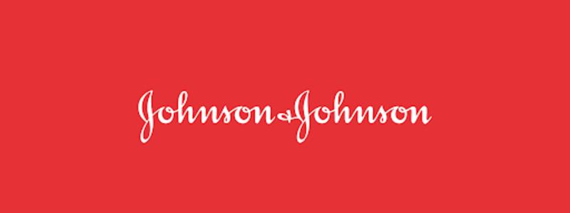 logomarca da Johnson & Johnson em branco sobre fundo vermelho.
