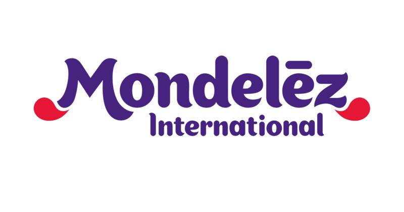 Logomarca da Mondeléz International em roxo e vermelho sobre fundo branco.