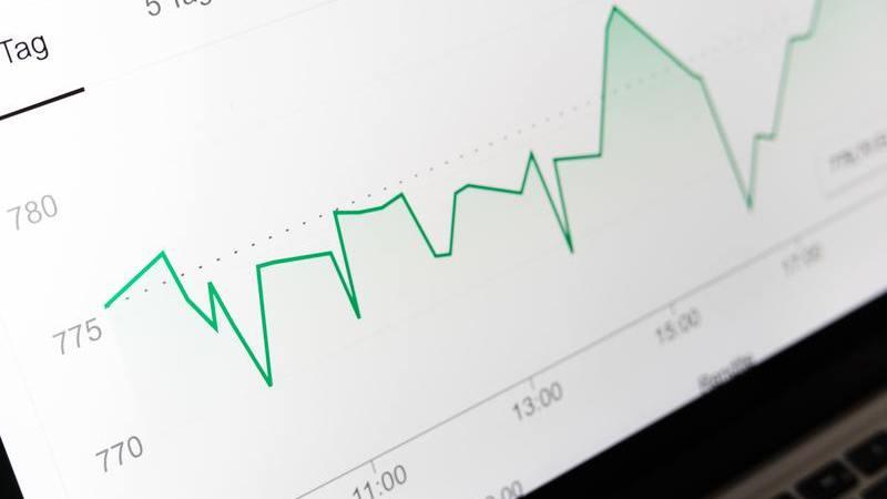 Gráfico em tela com picos e vales