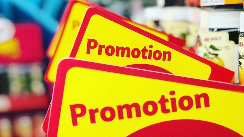 placas amarelas de promoção
