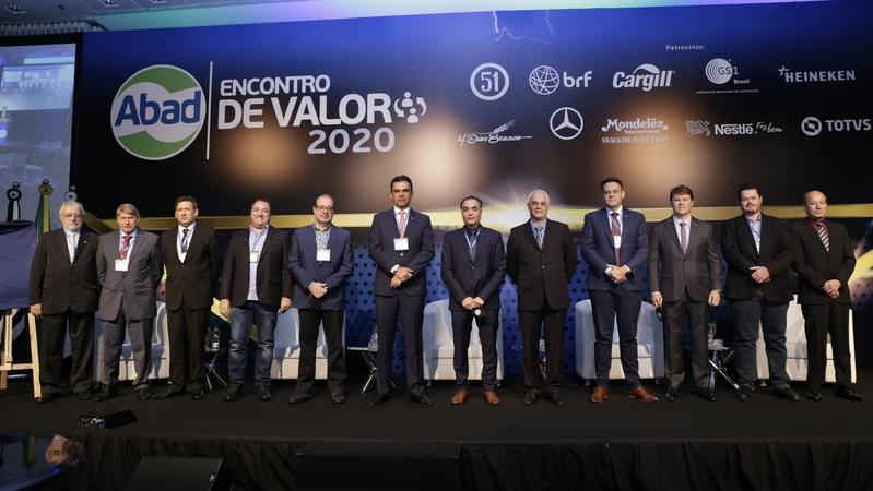 Palco do Encontro de Valor 2020, com todos os premiados nas categorias nacional e estadual.