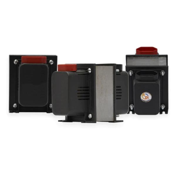 Transformadores em preto e vermelho com adesivo da marca TR Lux