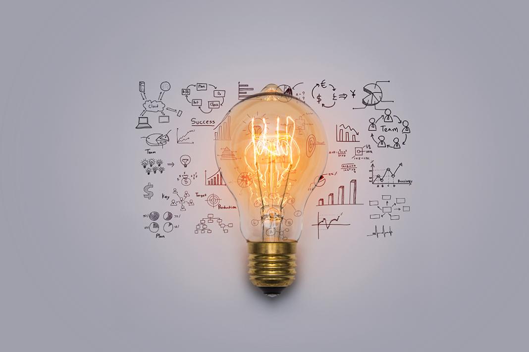 lâmpada acesa remetendo a estratégias de marketing