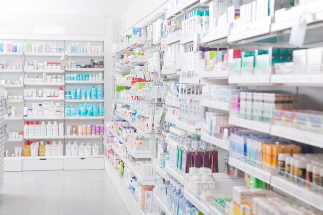 interior de uma farmácia