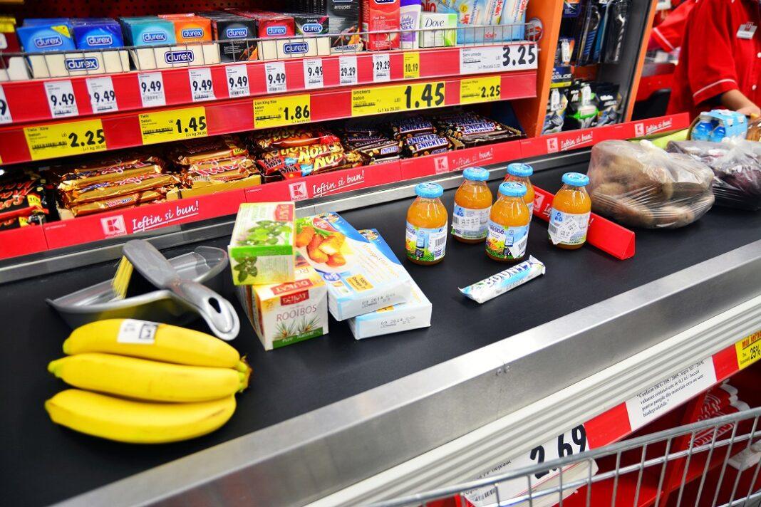produtos expostos em frente ao caixa