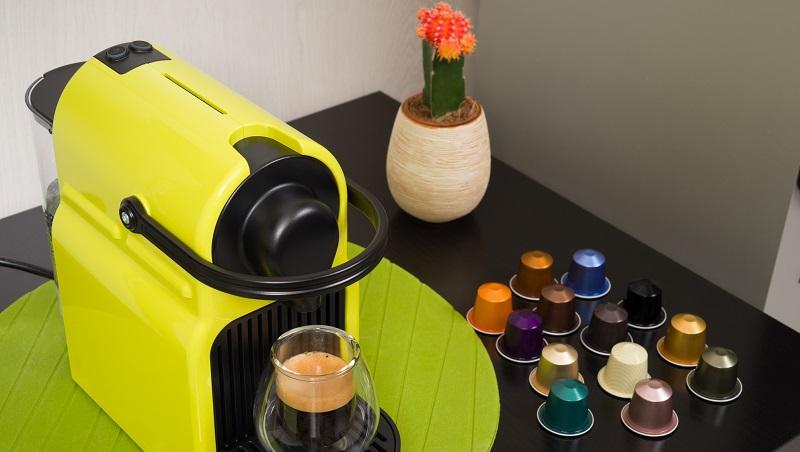 máquina de café e cápsulas de café