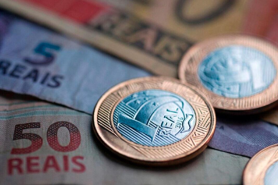 moedas e notas em reais